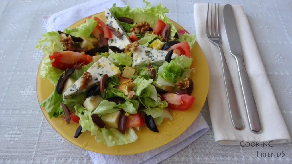 Зелена салатка със сирена и медено-горчичен дресинг