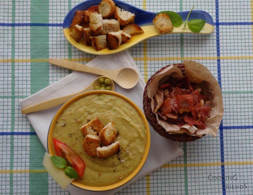 Освежаваща крем-супа от грах с доматчета