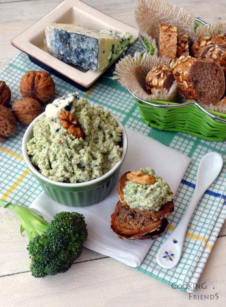 Пастет от броколи, орехи и синьо сирене