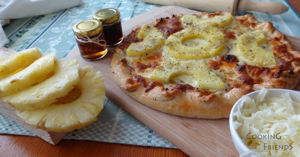Пица с мед, ананас и кашкавал