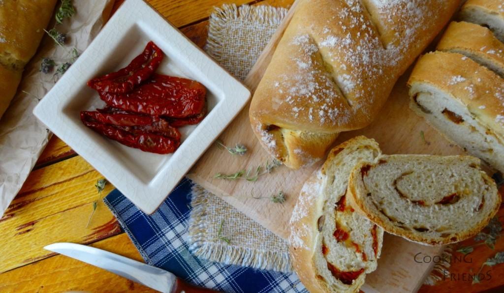 Хлебчета с лук, сушени домати и билки