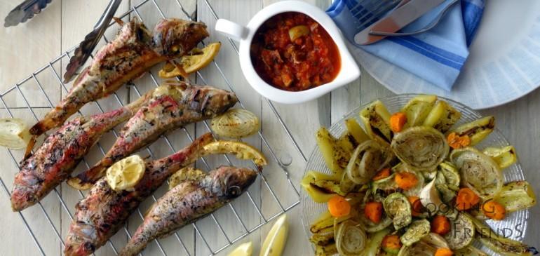 Червен барбун на фурна с доматена салца