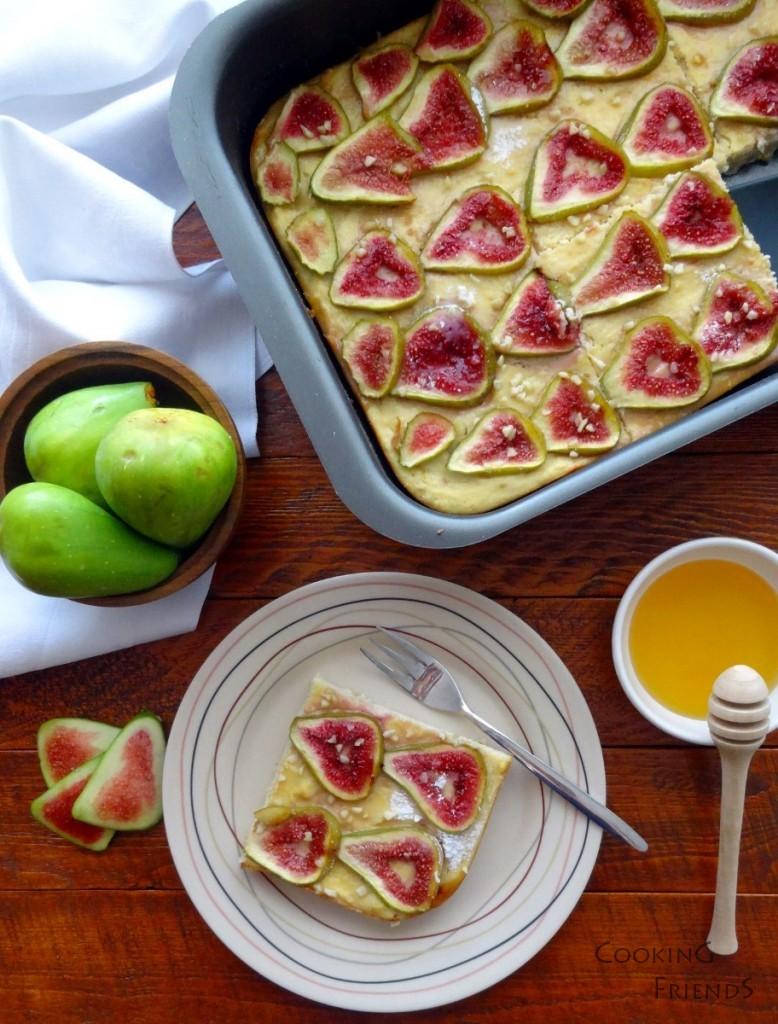 Сладкиш с мед, извара и смокини