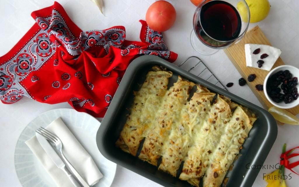 Палачинки с пиле, сирене Бри и червени боровинки