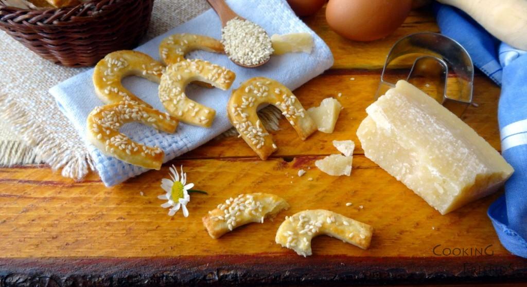 Хрупкави соленки с пармезан и сусам