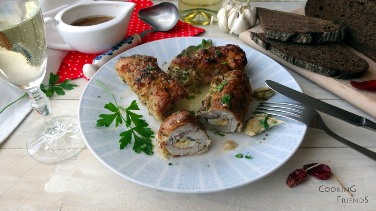 Свински руладини със сос от бяло вино и риган