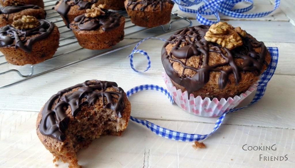 Кексчета с кестени, орехи и стафиди