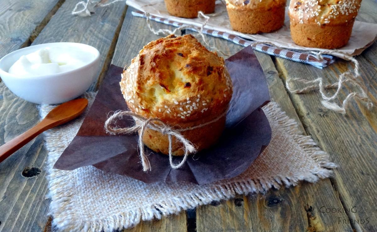 """Пухкави хлебчета с """"Котидж"""" сирене"""