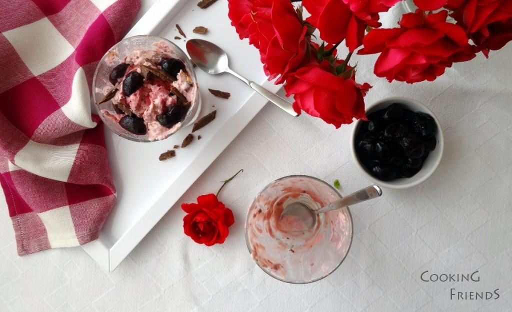 Домашен сладолед с пияни череши, бадеми и шоколад