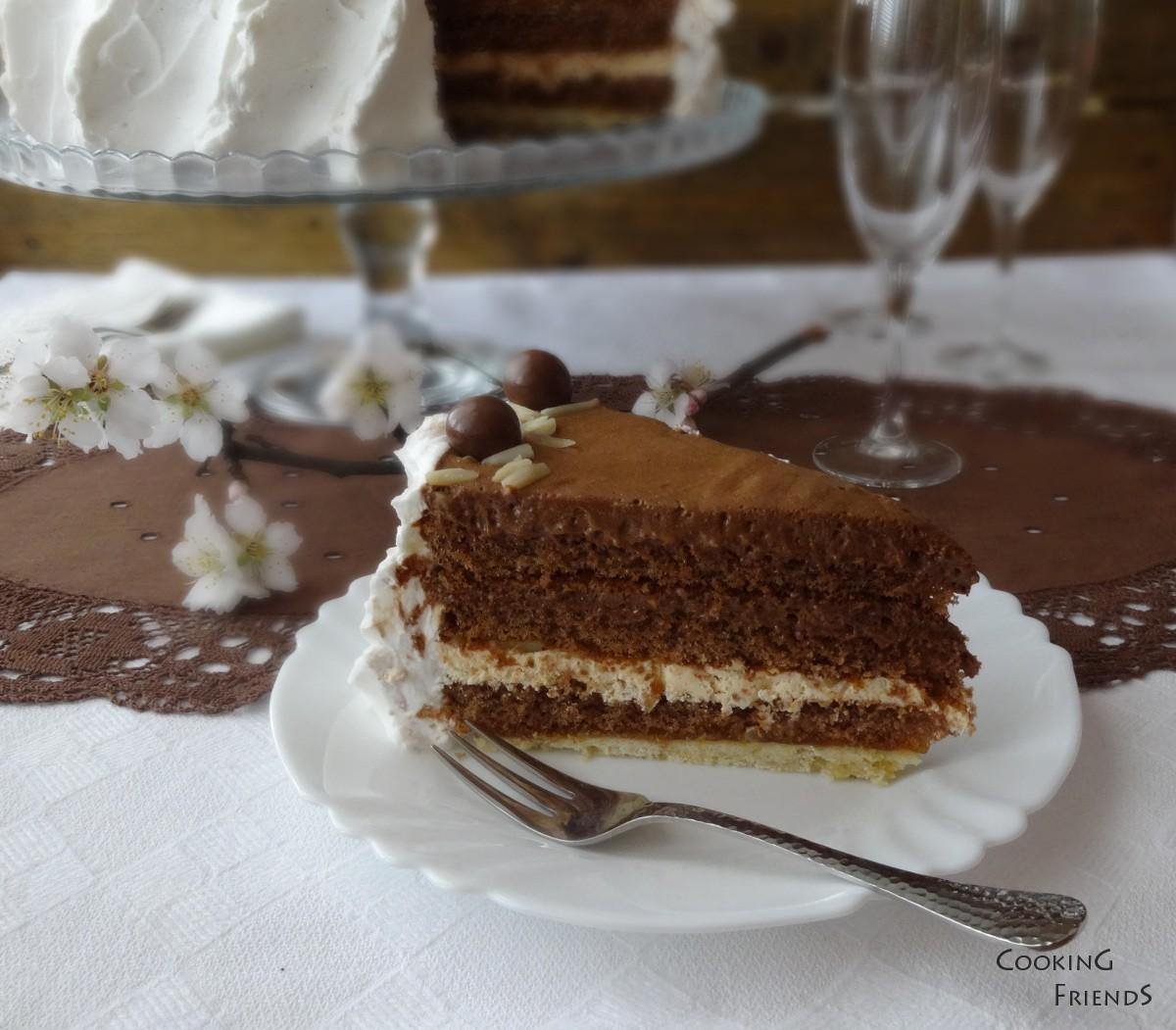 Торта с шоколад, кайсии и бадеми