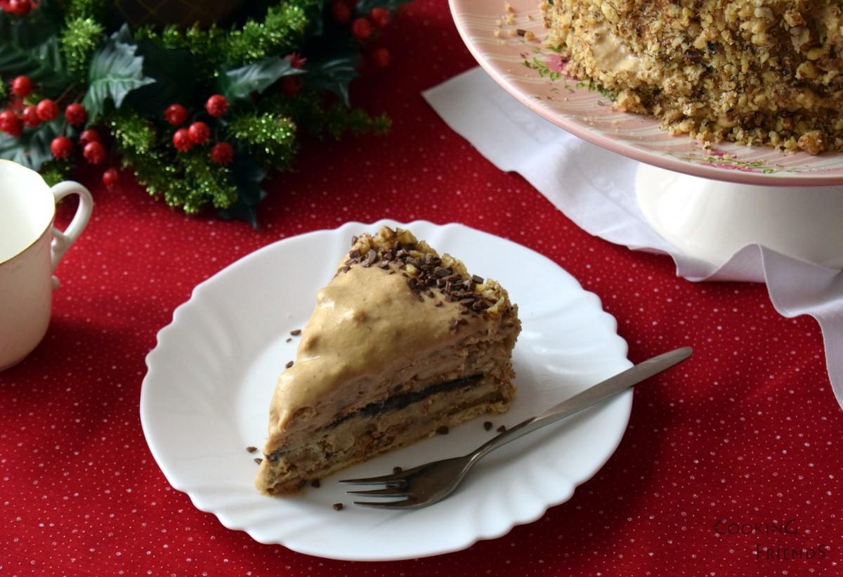 Бисквитена торта за с шоколад, кокос и орехи