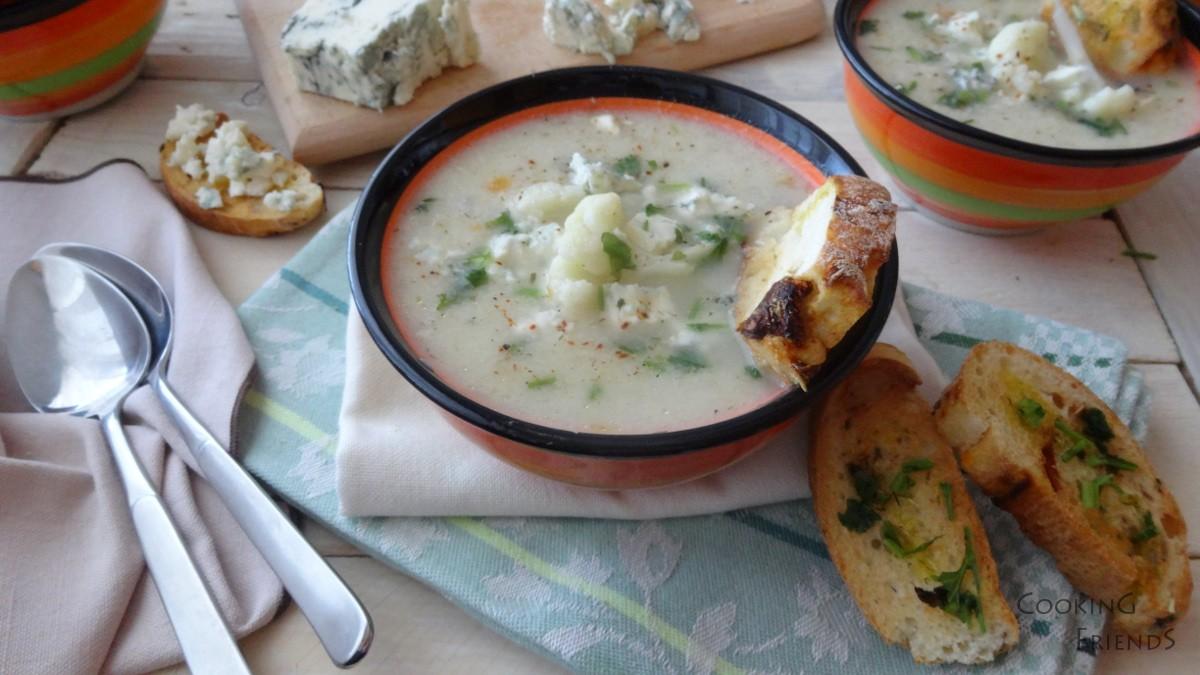 Крем супа от карфиол със синьо сирене