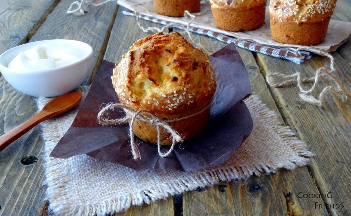 Пухкави хлебчета с Котидж сирене