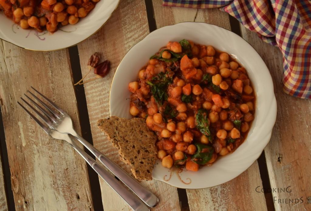 Яхния с нахут,домати и спанак