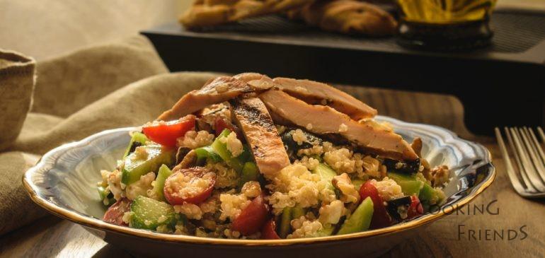 Лесна салатка с пиле и киноа