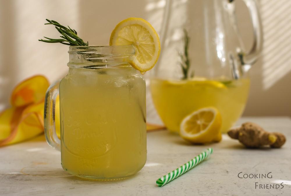 Джинджифилова лимонада с мед и розмарин