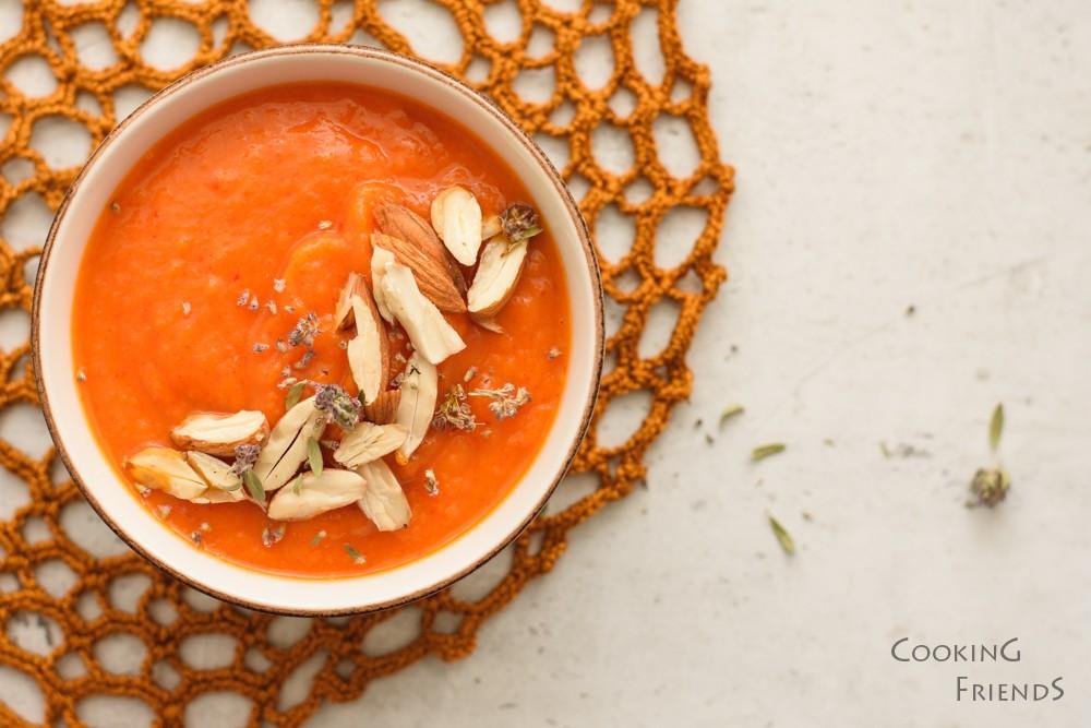 Кадифена супа от сладки картофи, моркови и печени чушки