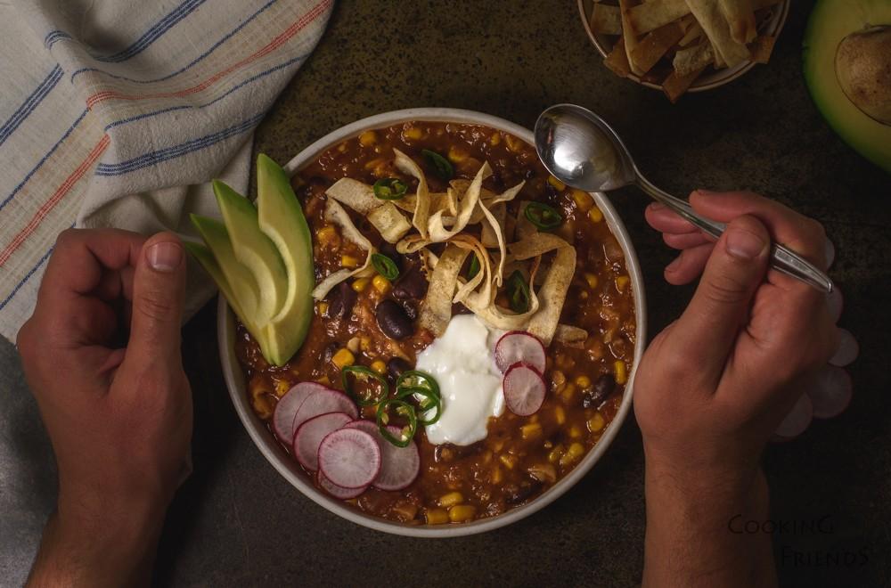 Мексиканска супа с хрупкави тортила ленти