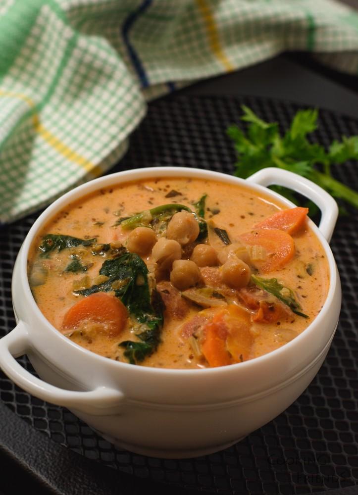 Супа с киноа, нахут и спанак