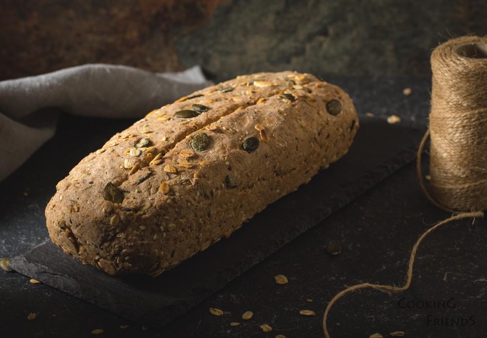 Бързо хлебче със семена (без мая)