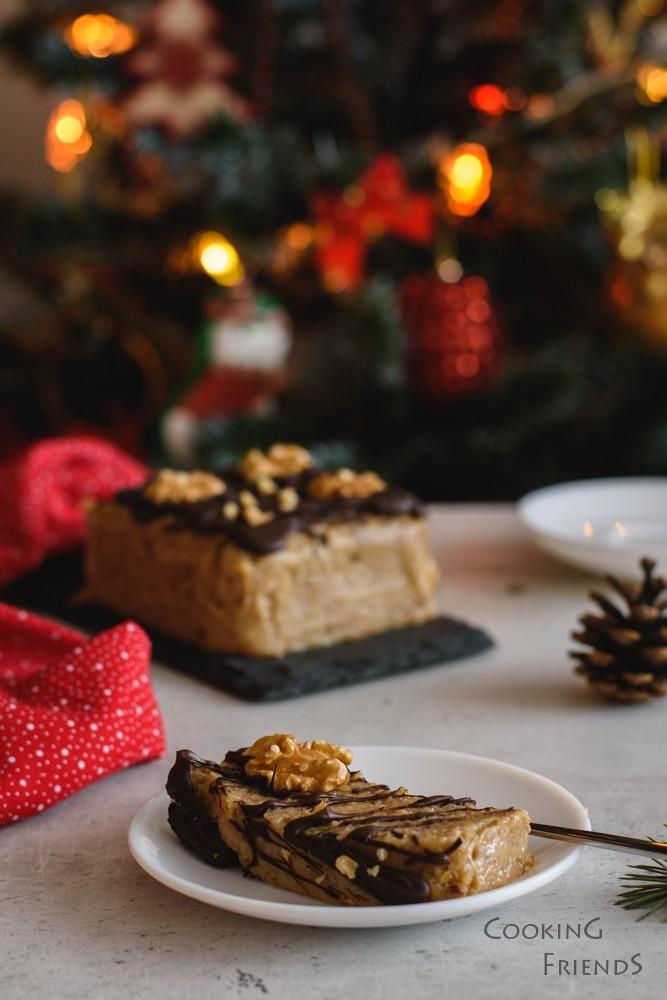 Празничен сладкиш с орехи и шоколад