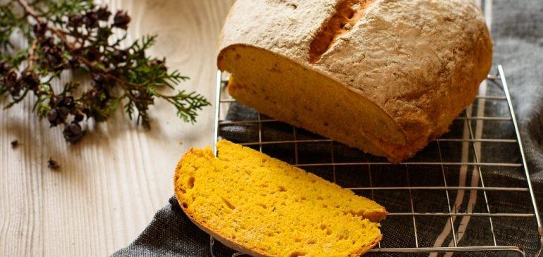 Хляб с тиква, мащерка и розмарин