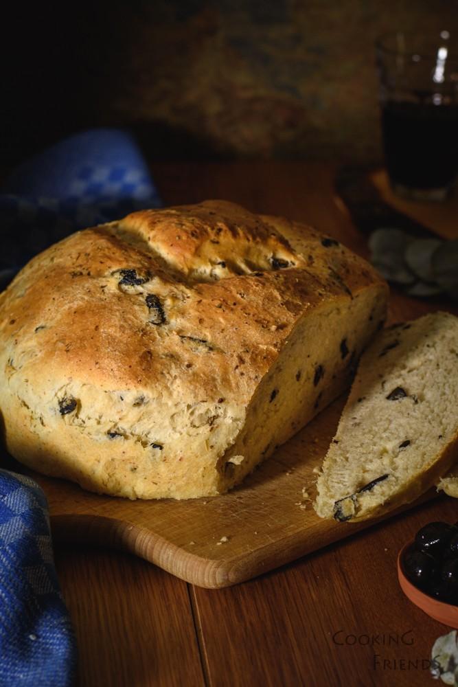 Гръцки хляб с маслини, риган и сирене Фета