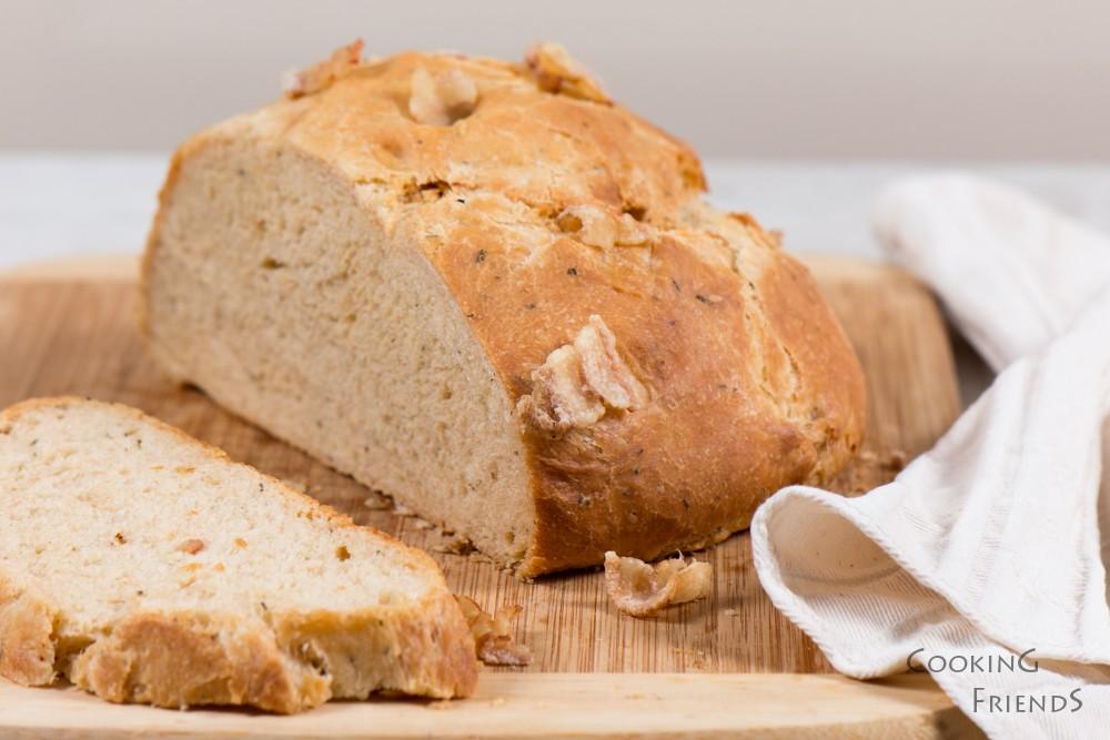 Бабино хлебче със сланина