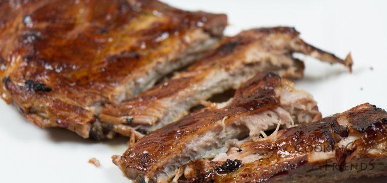 🎥 ВИДЕО: Апетитни ребърца на фурна с гарнитура от печени зеленчуци