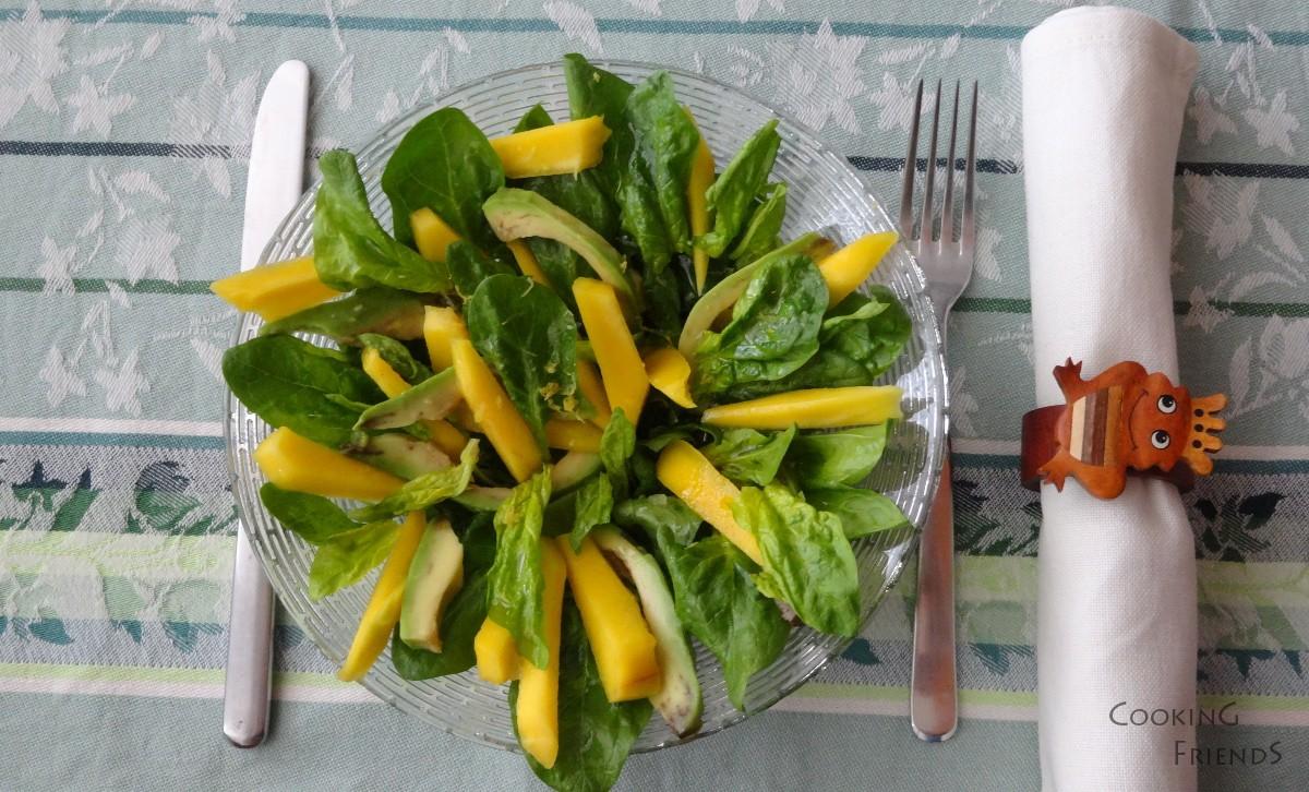 Салата от спанак, манго и авокадо