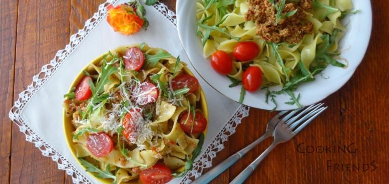 Паста с песто, рукола и чери домати