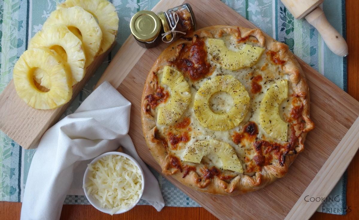 Пица с мед,ананас и кашкавал