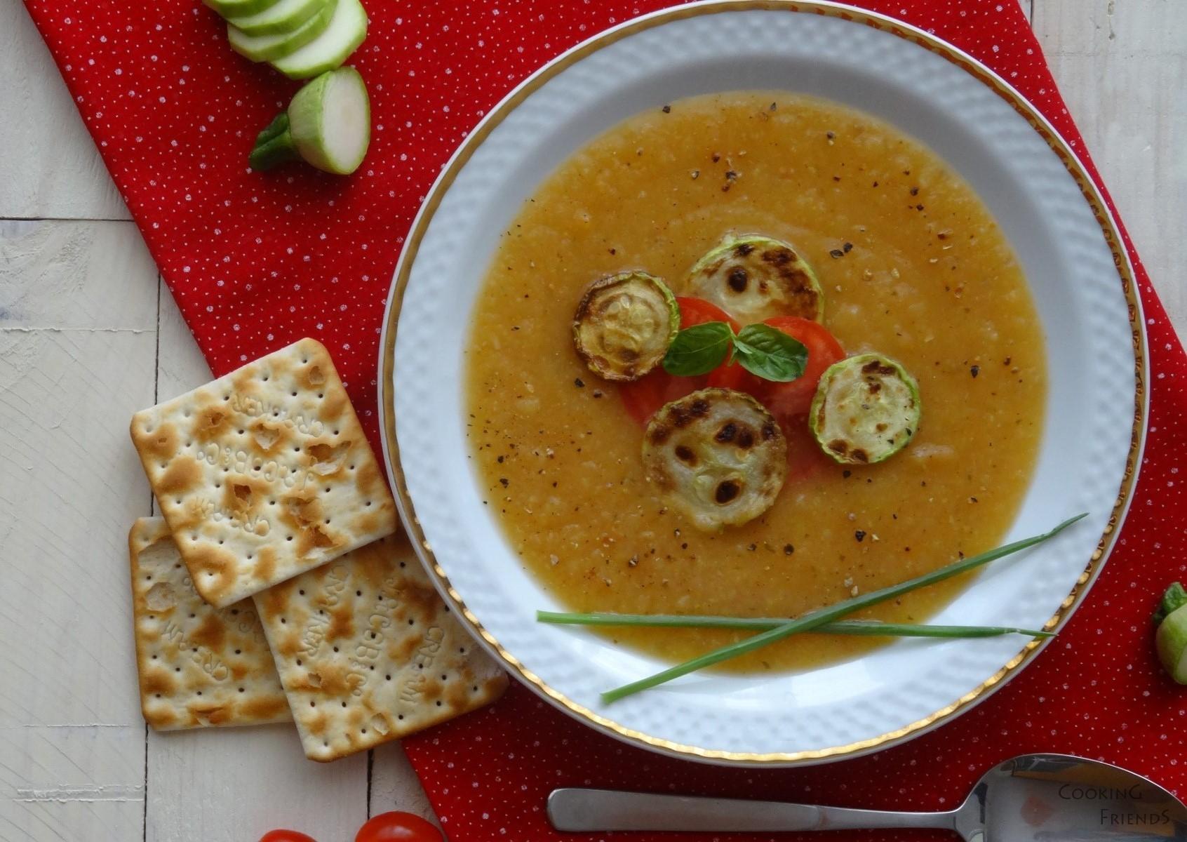 Крем супа от тиквчики, домати и босилек