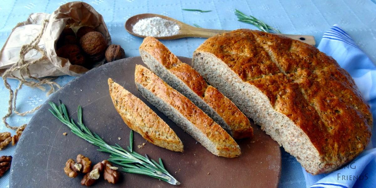 Пълнозърнест хляб с орехи и розмарин