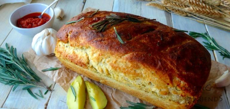 Златист хляб с картофи и розмарин