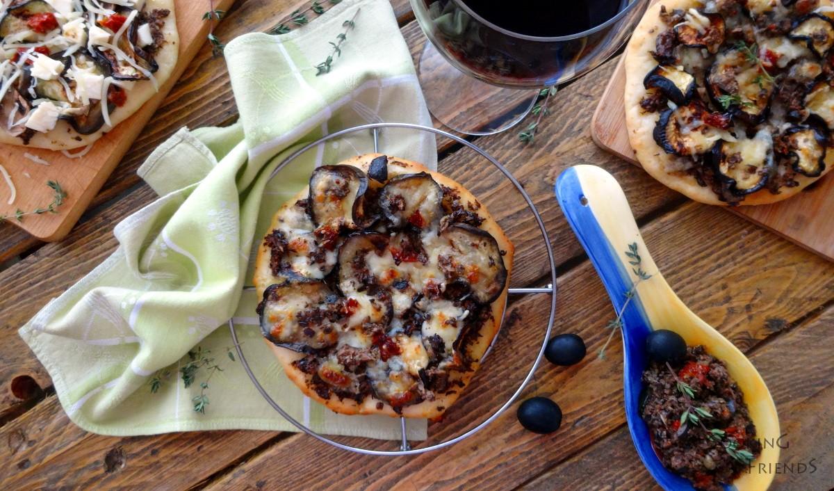 Мини пици с патладжан и сос Тапенада