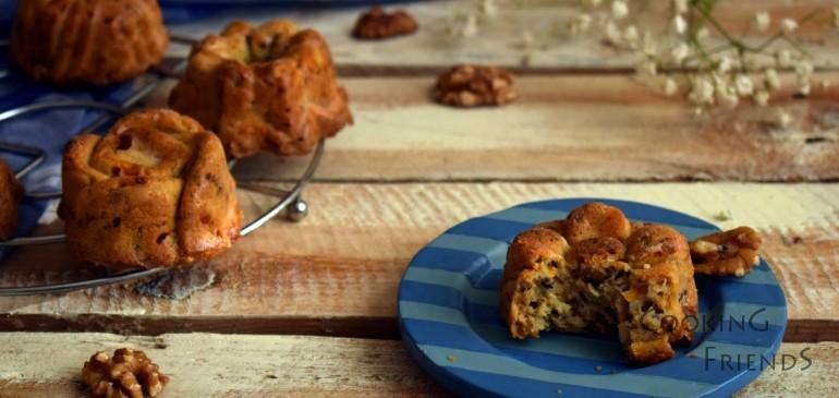 Морковени кексчета с орехи и синьо сирене