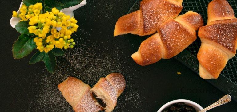 Козуначени кифлички с конфитюр от грозде