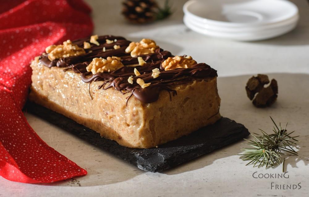 Празничен десерт с орехи, фурми и шоколад