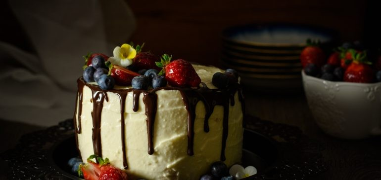 Вертикална торта с горски плодове