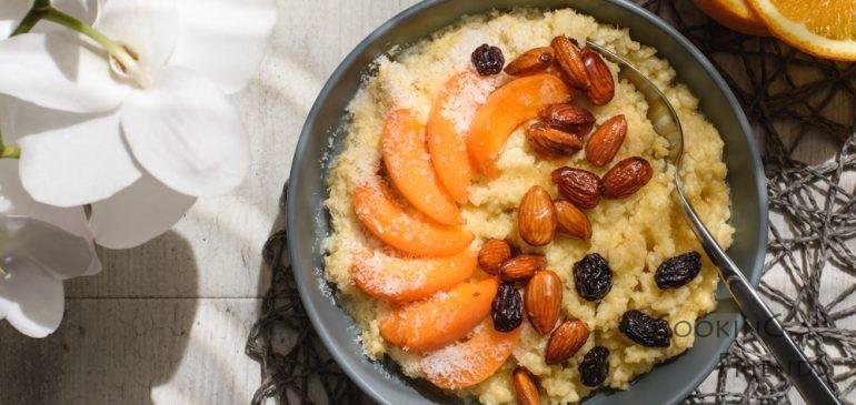 Пълноценна закуска с просо, кайсии и бадеми