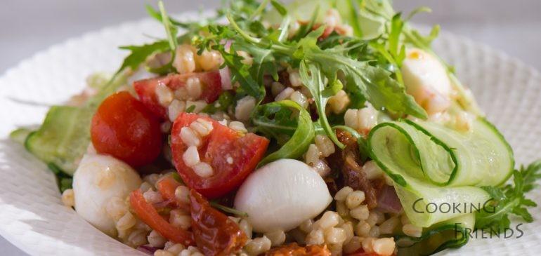 ВИДЕО: 2 вкусни и здравословни салати с жито